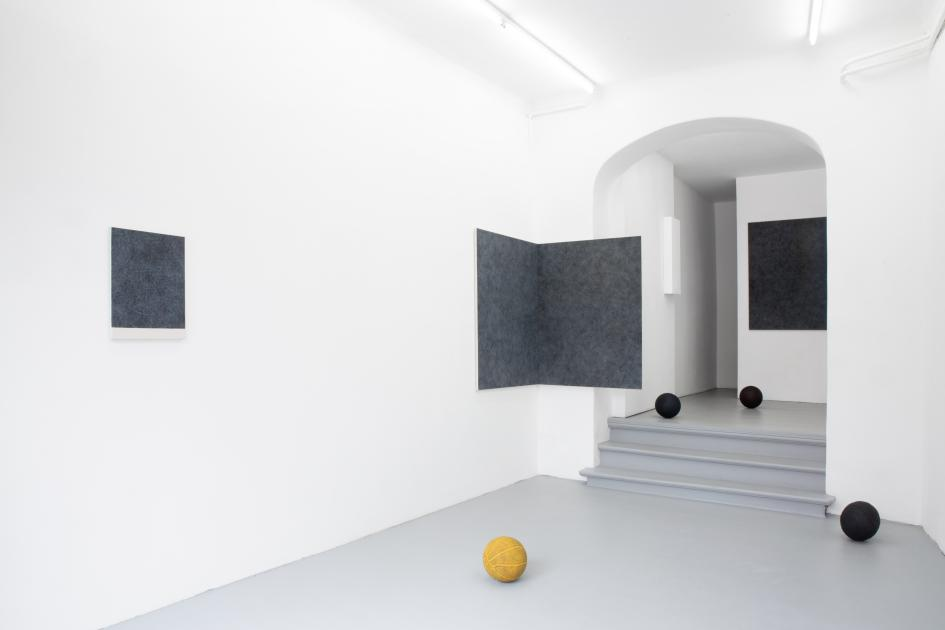 Installation view: Ivan Liovik Ebel at Galerie Gilla Loercher