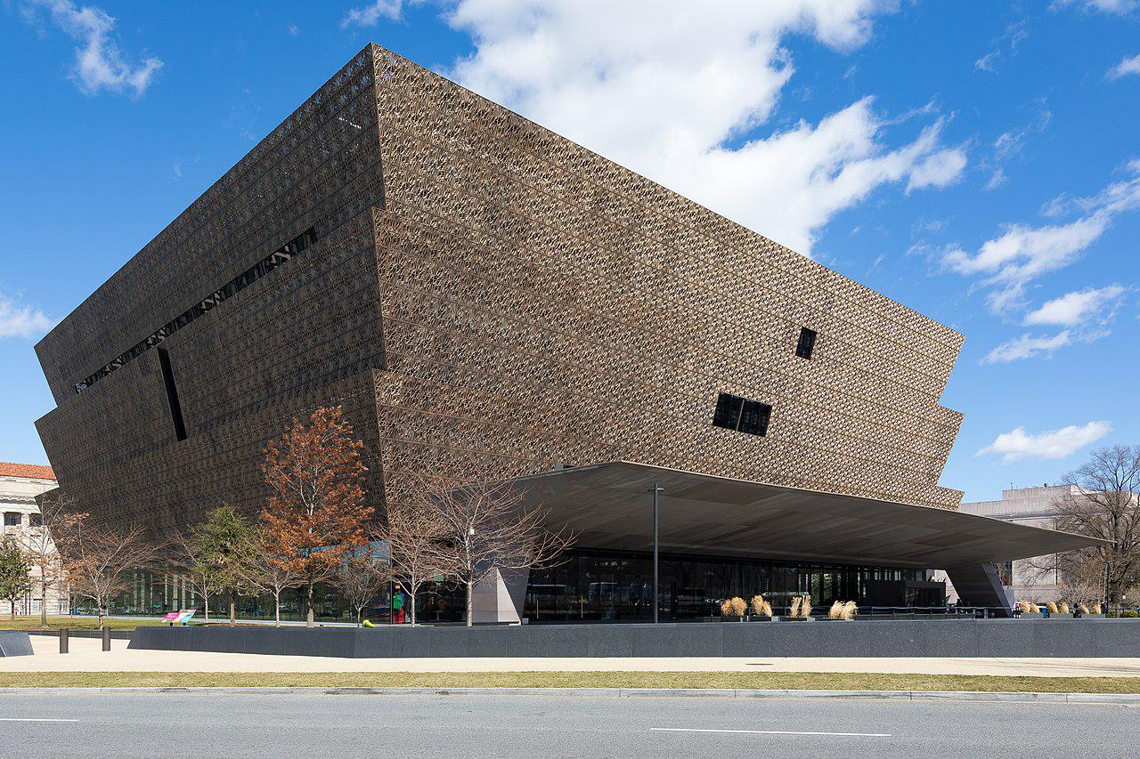 Das Museumsgebäude des National Museum of African American History and Culture in Washington