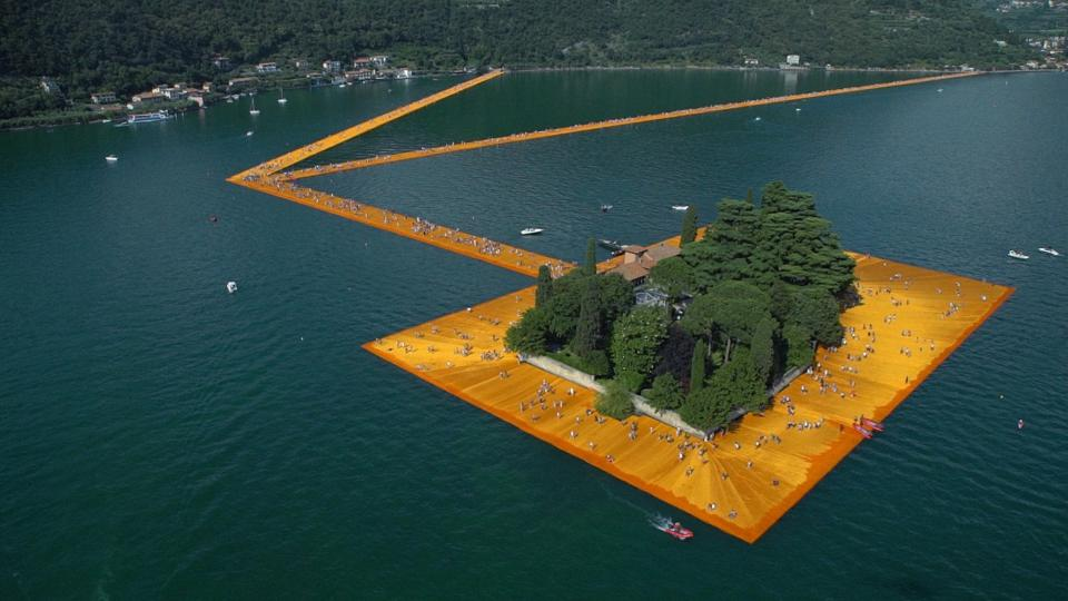 "Christos Installation ""Floating Piers"" im Iseosee 2016"