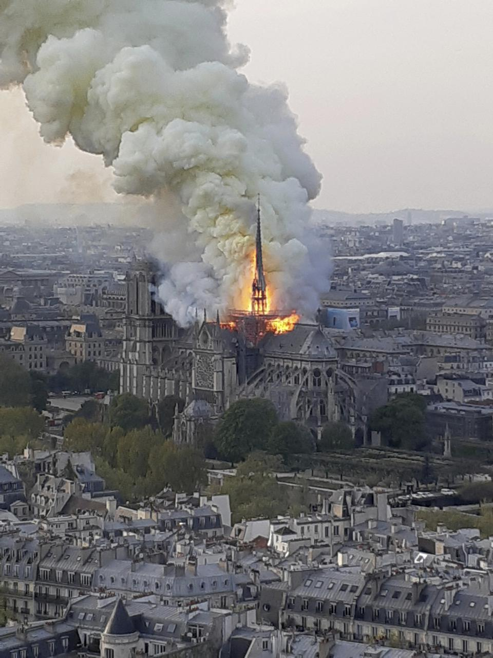 Notre Dame am 15. April 2019 in Flammen