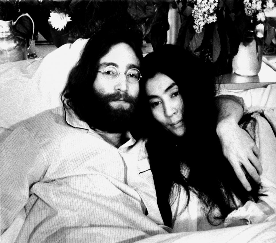 "John Lennon und Yoko Ono bei der ""Bed In""-Performance in Montreal"