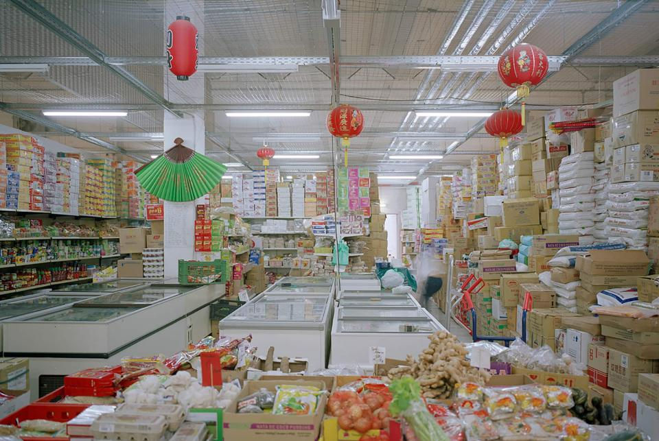 "Stephanie Bürkle ""Supermarkt im Dong Xuan Center, Berlin Lichtenberg"", Ausstellung ""MigraTouriSpace"", CLB Berlin"