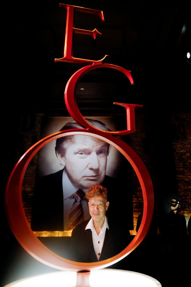 "Andres Serrano in seiner Ausstellung ""The Game. All Things Trump"" in New York"