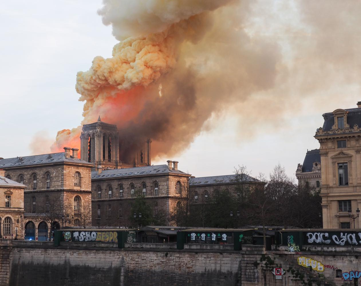 Feuer in der Kathedrale Notre Dame in Paris