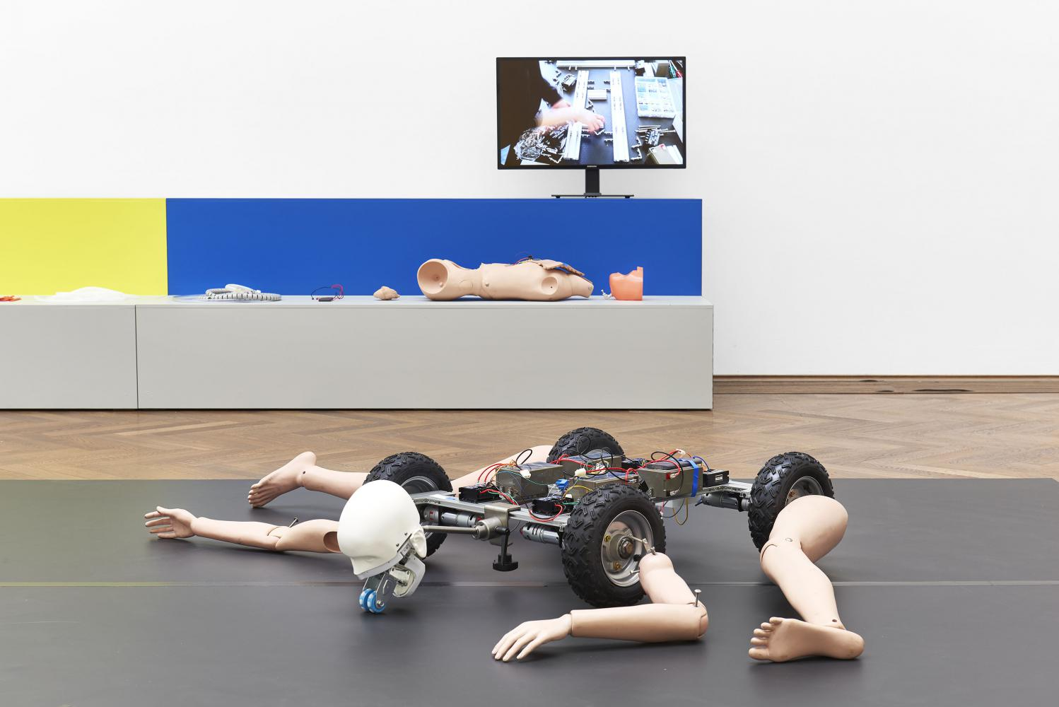 "Geumhyung Jeong, Installationsansicht ""Homemade RC Toy"", Kunsthalle Basel, 2019"