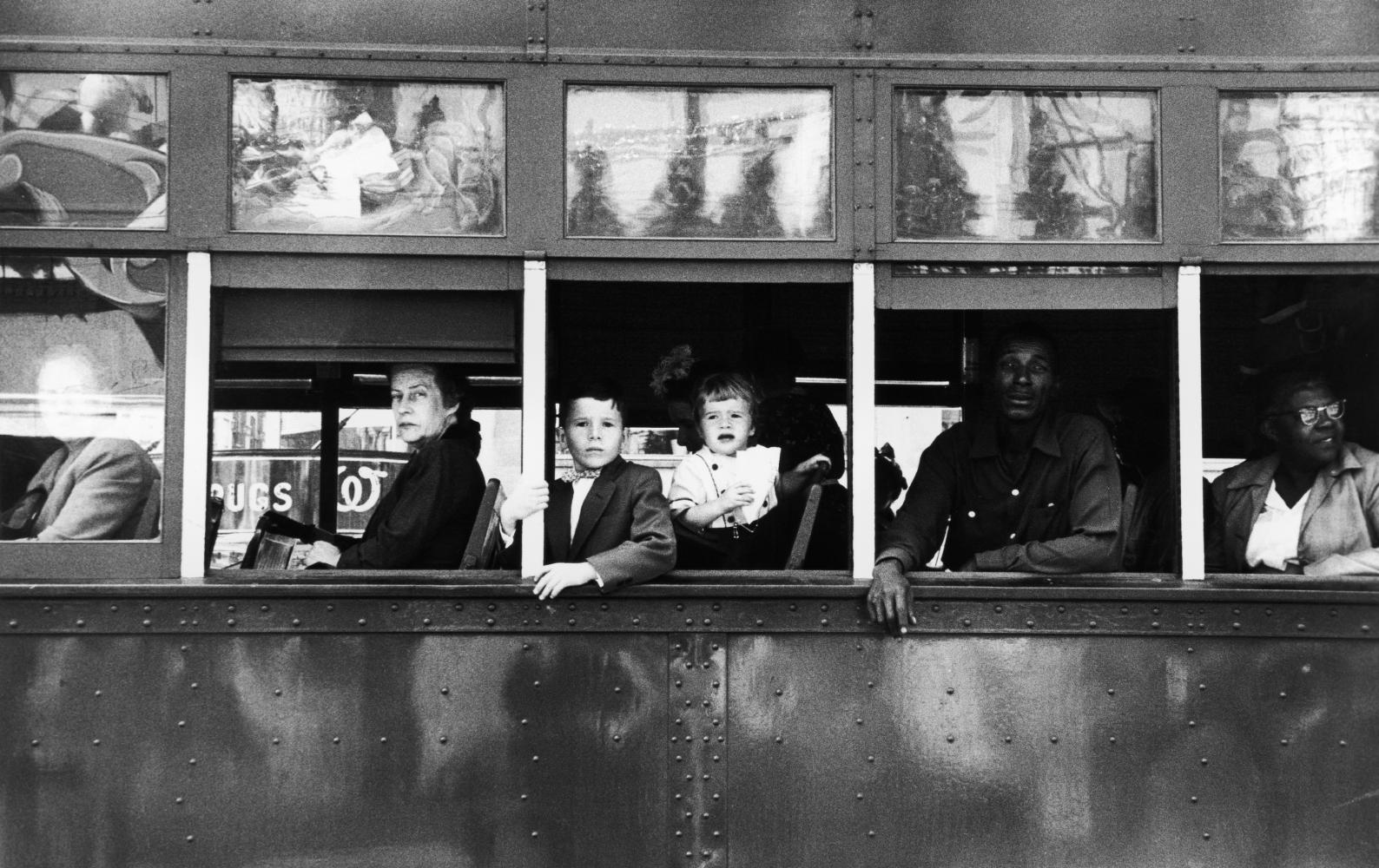 "Robert Frank, Trolley – New Orleans, 1956, aus der Serie ""The Americans"""